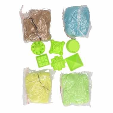 4x kleuren speelzand/magisch zand 250 gram met 6 zandvormen