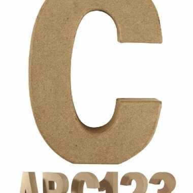 Letter c van papier mache voor decoratie