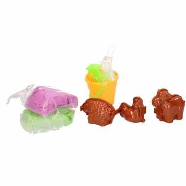 Magisch speelzand groen/blauw met dieren vormpjes en emmer speelgoed