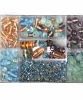 Voorraaddoosje met turquoise parel kralen